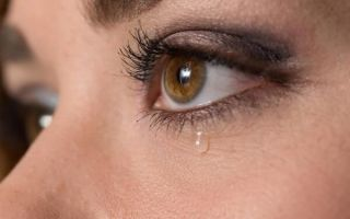 Почему слезятся глаза и как лечить слезоточивость эффективно