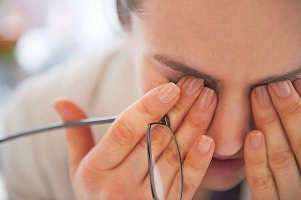 Болит уголок глаза