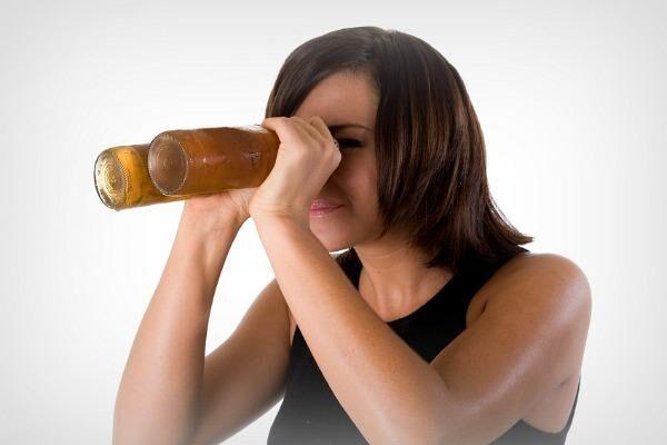 После алкоголя болят глаза