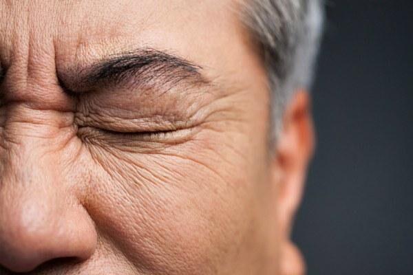 Блефароспазм у мужчины