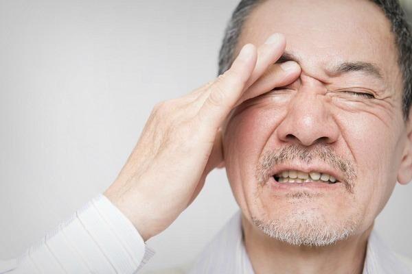 Эндофтальмит у мужчины