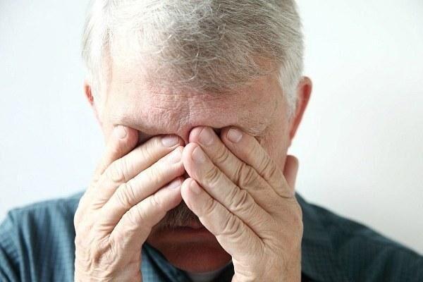 Геморрагический конъюнктивит у мужчины