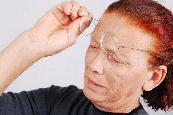Макулодистрофия сетчатки у пожилой женщины