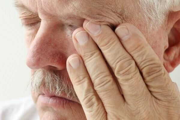 Незрелая катаракта у пожилого человека