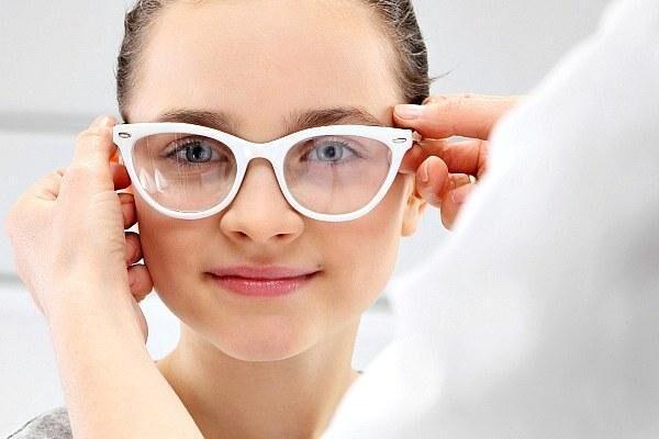 Подобрали очки девушке при дальнозоркости
